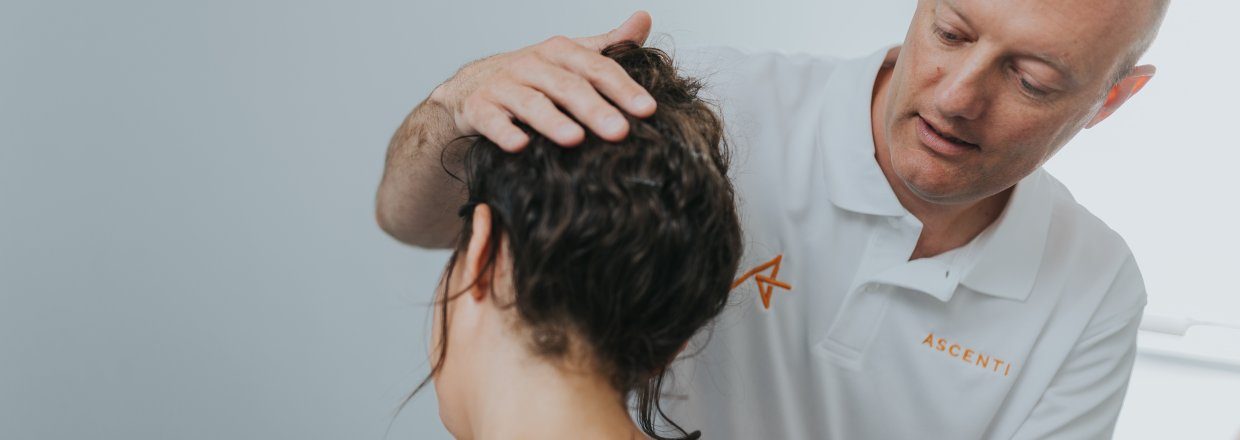 Managing neck pain with physiotherapy